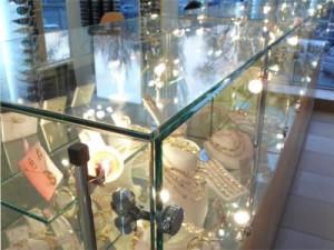 УФ-склейка-стекла-для-торгового-оборудования