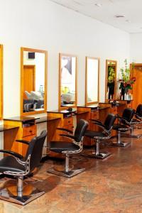 Установка зеркал в салоны красоты