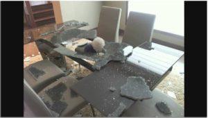 разбился стол из закаленного стекла
